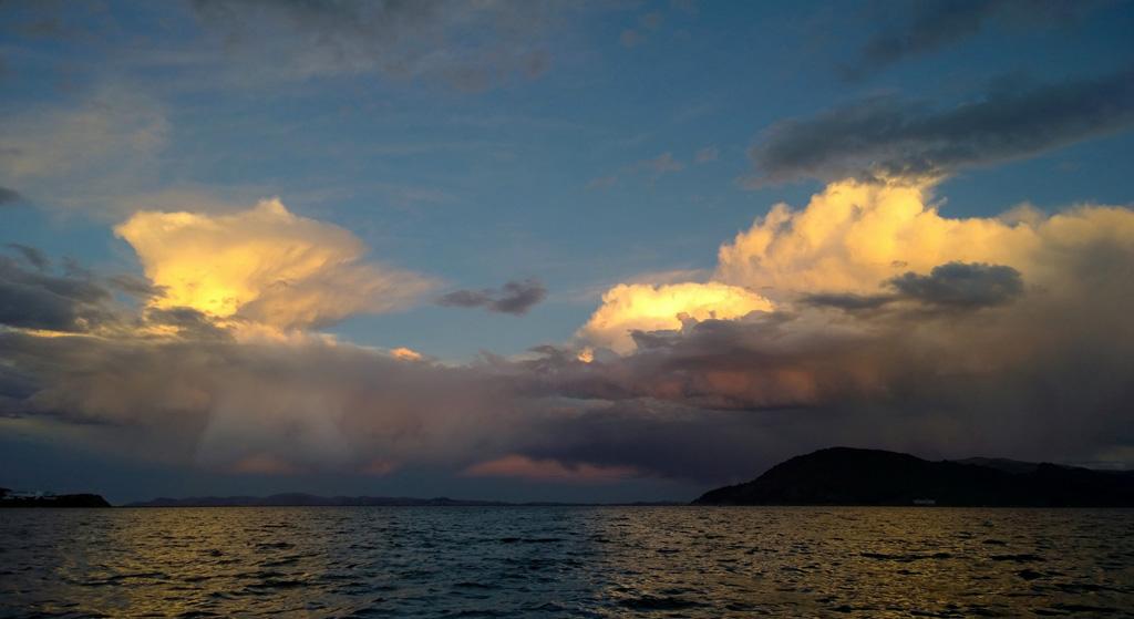 crépuscule-sur-le-lac-Titicaca