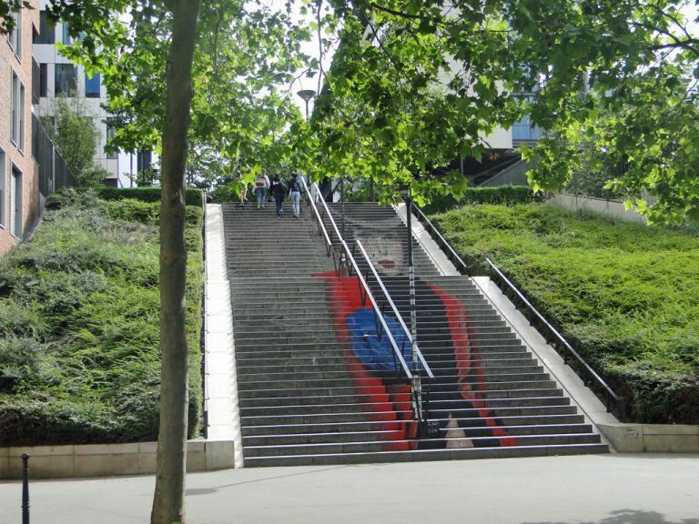 Dame-escalier