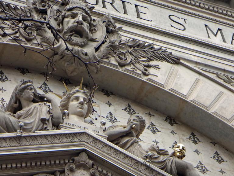 motifs-façade-théâtre