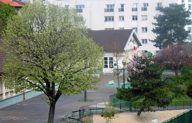 Auriol cour d'école