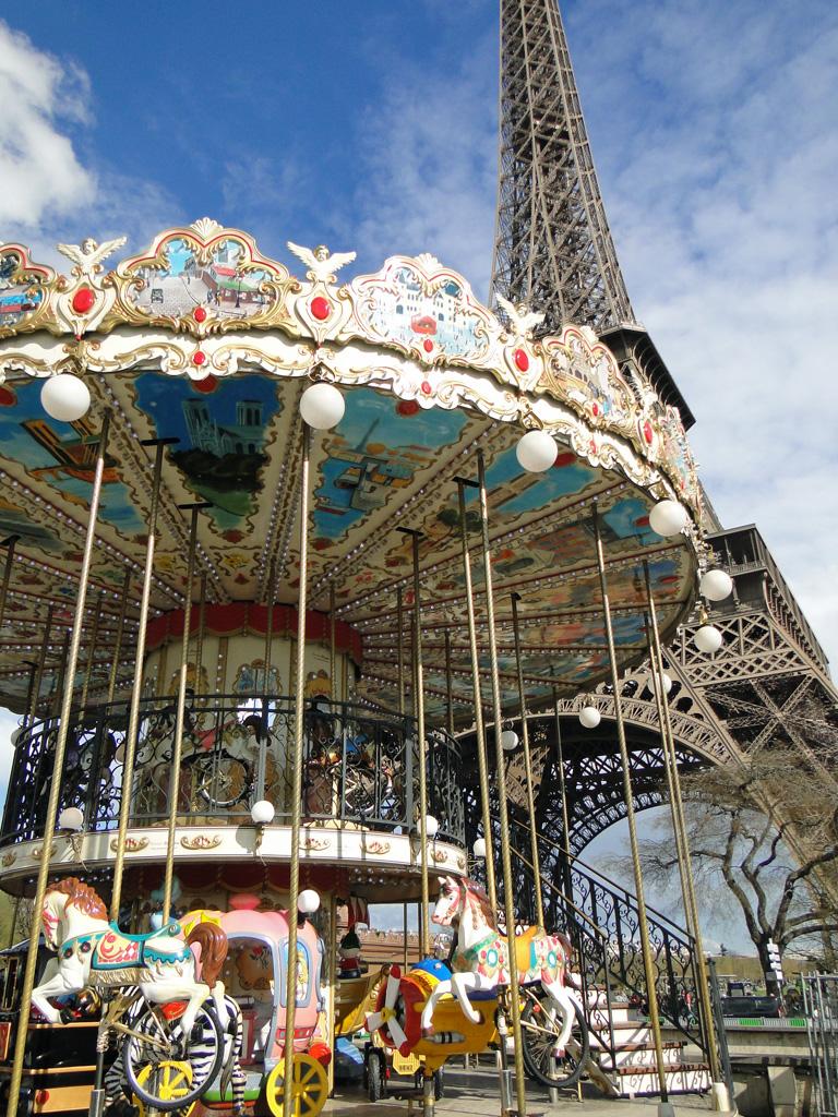 manège près de la tour Eiffel